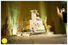 Who's up for some cake!?!? So pretty 4 layer wedding cake. #reclaimedmomentsphotography #weddinginspiration #weddingideas #weddingfood #weddingday #wedding #houstonwedding #makeepichappen #uniquefood #weddingdetails #weddingdesign #weddingstlyist #houstonweddingstylist #houstonweddingplanner #kcedesign #delicious #followme#weddingcake #weddingdessert #uniquedesserts #yellowwedding #layeredcake @whomadethecake_nadinemoon Check out more pics on our blog in our profile or http://ift.tt/1PtMtfA