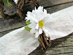 White Daisy and Grapevine Twig Napkin Rings for Spring and Summer (Set of 4, 6, 8, 10, 12). Handcrafted napkin rings featuring natural grapevine with pretty white daisies with fuzzy yellow centers and green leaf accents. Rustic napkin rings are the perfect accent for your rustic summer picnic, a garden party on the patio or a festive indoor celebration. Choose your set size during checkout. ***Made to order so they will have their own unique variations from those shown. ***Matching rustic...