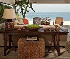 Opções para decorar uma casa de praia, o que não falta é opção. Uma delas é o estilo todo azul e branco, as tradicionais listras que são pr...