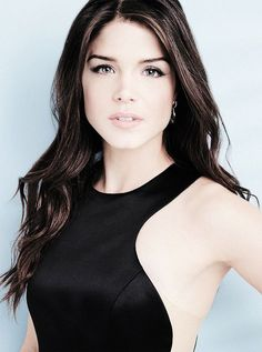 Marie Avgeropoulos pictures and photos Beautiful Celebrities, Beautiful Actresses, Gorgeous Women, Avgeropoulos Marie, Non Blondes, Brunette Beauty, Grunge Hair, Girl Crushes, Woman Crush