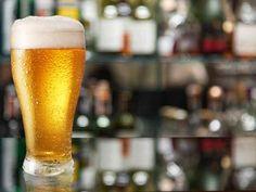 • 15 juegos para beber y ponerle más picante a la noche. Gin Tonic, Articles, Beer, Tableware, Glass, Party, It Gets Better, Alcohol Games, Night