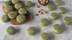 Pistachio Macarons, with a Pistachio Cream Cheese Filling. Includes video on how to make these macarons, and step-by-step intructions! Pistachio Macaron Recipe, Pistachio Dessert, Pistachio Cream, Macaron Flavors, French Macaroon Recipes, French Macaroons, Macron Recipe, Macaroon Filling, Vegetarian Recipes
