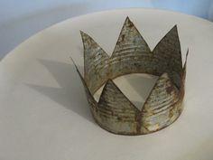 Corona hecha con una lata