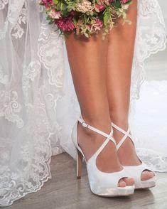 41278cea502 112 melhores imagens de Sapato de noiva em 2019