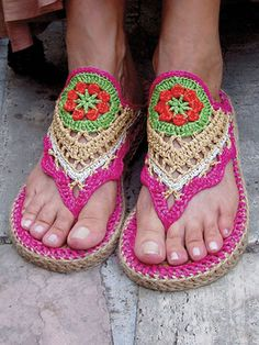 The tops are made using fingering-weight yarn and raffia. The soles are made using a purchased sisal doormat. Written instructions along with photos, tips, symbol crochet and a complete sole tutorial are included in this pattern. Design can be made f...