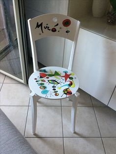 Sedia miró Zentangle, Doodles, Cool Stuff, Chair, Furniture, Ideas, Home Decor, Bricolage, Decoration Home
