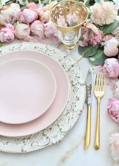 3 ideas on a dime Romantic inspired place settings is part of Elegant table settings - Inspired and romantic living, entertaining, traveling and decorating in a French Country Cottage in the California countryside Elegant Table Settings, Beautiful Table Settings, Wedding Table Settings, Place Settings, Pink Table Settings, French Country Cottage, Modern Cottage, Vintage Country, Table Settings