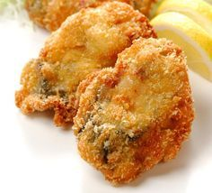 These Southern fried oysters are coated with a simple cornmeal batter. Serve the These Southern fried oysters are coated with a simple cornmeal batter. Serve them in po boy sandwiches as an appetizer or add them to a salad. Source by abeachgirl Fish Dishes, Seafood Dishes, Seafood Recipes, Appetizer Recipes, Appetizers, Cooking Recipes, Shellfish Recipes, Sushi Recipes, Great Recipes