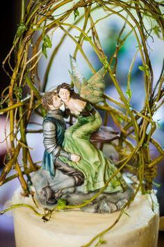 """""""A Frog Once Loved a Turtle Fairy"""" from Jacqueline Collen-Tarrolly """"Love Assortment"""" cake topper for """"A Midsummer Night's Dream"""" wedding cake, surrounded by woven willow branches"""