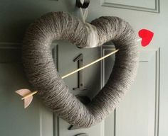 Items similar to Cupids Arrow Handmade Front Door Yarn Wreath Valentines Day - on Etsy Valentine Love, Valentine Day Wreaths, Valentines Day Decorations, Valentine Day Crafts, Holiday Crafts, Holiday Fun, Funny Valentine, Valentine Banner, Christmas Decorations