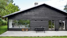 This black house is situated just north of Copenhagen. Originally from the fifties, it has been completely renovated by its current owne...