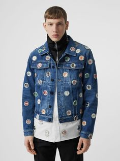 A classic-fit jacket in indigo stonewashed denim. The appliquéd logo bottle-cap embellishments reference British culture. Tailored Coat, Tailored Trousers, Fashion Beauty, Luxury Fashion, Mens Fashion, Style Fashion, Denim Coat, Cashmere Scarf, Modern Man