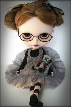 Custom Blythe Doll by Zaloa's Studio Pretty Dolls, Beautiful Dolls, Gothic Dolls, Moda Vintage, Living Dolls, Little Doll, Hello Dolly, Collector Dolls, Custom Dolls