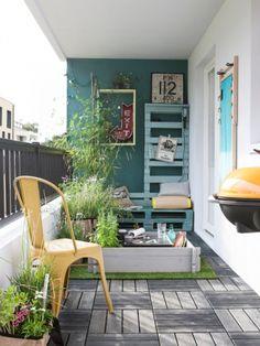 Un mur bleu-vert pour une terrasse à vivre