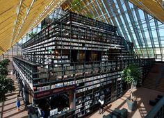 MVRDV basé à Rotterdam vient d'achever sur la place du marché de Spijkenisse, Pays-Bas, la Book Montain. Structure comprenant « une montagne » d'étagères contenue dans une structure de verre de forme pyramidale, soit une superficie totale impressionnante de 9,300 m2.