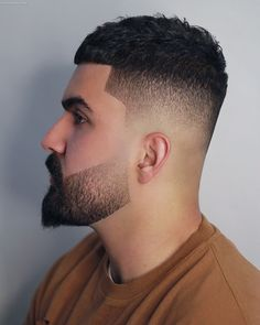 Here's how to add the beard fade to all lengths of facial hair. This cool look works with short and long haircuts as well as short and long beards. Wavy Hair Men, Long Hair Cuts, Men's Hair, Beard Line, Types Of Fade Haircut, Gents Hair Style, Hair Trends 2015, Best Beard Styles, Short Beard