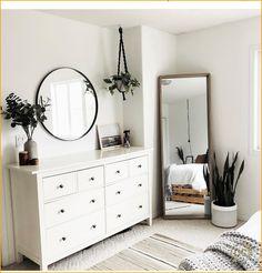 Latest modern minimalist bedroom interior for 2019 - Room Design Simple Bedroom Decor, Room Ideas Bedroom, Home Decor Bedroom, Simple Bedrooms, Gold Bedroom, Stylish Bedroom, Living Room And Bedroom In One, Classy Bedroom Ideas, Bedroom Ideas For Small Rooms