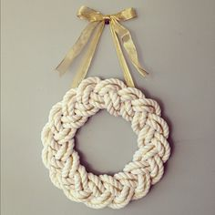 {rope wreath}