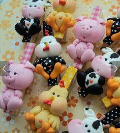 Craft Stick Crafts, Clay Crafts, Diy And Crafts, Polymer Clay Animals, Fimo Clay, Fondant Figures, Clay Figures, Clay Magnets, Fondant Animals