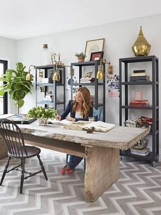 Home Office Design Ideas - Whether you have a dedicated home office room or you're hoping to create an work or hobby area in your living room, dining room or . Dining Room Office, Home Office Space, Home Office Design, Home Office Decor, Modern House Design, Small Office, Office Ideas, Office Designs, Office Style