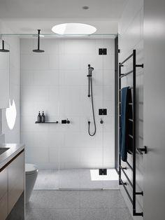 Malvern East House by Pleysier Perkins Architects Tube Carton, Melbourne Architecture, Outdoor Bathtub, Bathroom Hardware, Bathroom Cupboards, Level Homes, Bathroom Renovations, Detached House, Living Room Designs