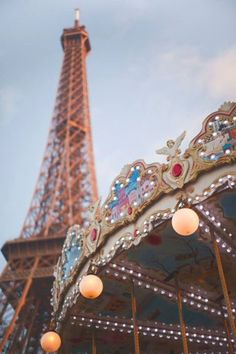 I've been in Paris only two time in my life. The first when i was just seven, with my dad and sister and the only thing I can remember of that time is Disneyland. The second time was during h…