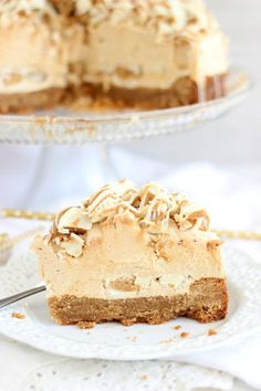 White Chocolate Peanut Butter Cheesecake is the cheesecakes to rival all desserts. Full of peanut butter and white chocolate goodness! Mini Desserts, Beaux Desserts, Just Desserts, Delicious Desserts, Yummy Food, Plated Desserts, Food Cakes, Cupcake Cakes, Butter Cupcakes