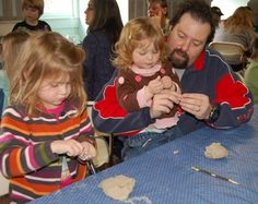 Plimoth Plantation offers homeschool programs - Homeschool family making Wampanoag pottery
