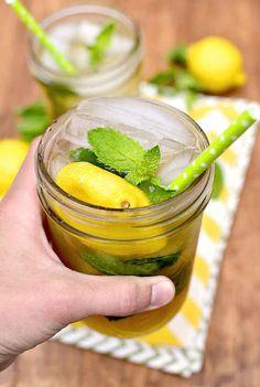 Chá gelado com vodka e limão.
