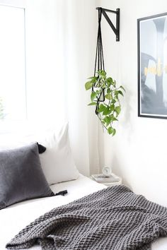 12 IKEA Hacks to Keep Your Houseplants Happy Get more greenery at home, and keep more green in your wallet. - 12 IKEA Hacks to Keep Your Houseplants Happy Ikea Shelf Brackets, Ikea Shelves, Hanging Shelves, Shelves With Plants, Ikea Hooks, Ikea Shelf Hack, Easy Shelves, Room Shelves, Diy Interior