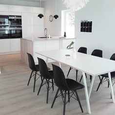 black and white design big kitchen Big Kitchen, Kitchen Dining, Dining Area, Dining Table, Dining Room, Nova, Kitchen Planner, Kristiansand, Minimalist Interior