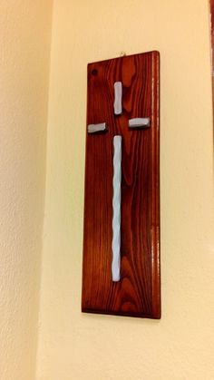 Croce in ferro su legno