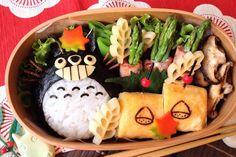 Au Japon on peut manger très sérieusement l'une des gastronomies les plus raffinées et les plus sophistiquées au monde (le fameux kaiseki). Mais on peut aussi manger en s'amusant. Comme ce bento Totoro…
