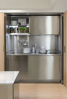 Smart Storage Solutions for a Modern Kitchen - Cottages & Gardens Stainless Steel Kitchen Cabinets, Modern Kitchen Cabinets, Kitchen Units, Kitchen Cabinet Design, Interior Design Kitchen, Dirty Kitchen, Kitchenettes, Stylish Kitchen, Home Kitchens