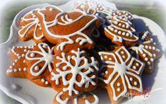 Čas pokročil a na naše dvere začali klopať jedny z najkrajších sviatkov v roku - Vianoce. Pre mnohých z nás majú hlboký zmysel, prežívanie lásky so svojimi najbližšími. Naše stoly bude opäť zdobiť tradičný adventný veniec so štyrmi sviecami, ktoré sú symbolom Vianoc. Rovnako ako tradičné medovníčky. Mám veľa vyskúšaných receptov, ale tie najlepšie a najmäkšie som objavila len pred nedávnom. Preto sa o tento recept chcem s vami podeliť. Autor: Akeber Christmas Baking, Christmas Cookies, Oreo Cupcakes, Yule, Food Hacks, Cookie Decorating, Gingerbread Cookies, Sweet Recipes, Party Time