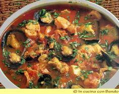 Ingredienti: 0,5 kg di pesce con spina (coda di rospo, scorfano, Sanpietro, etc..) 0,5 kg di molluschi (calamari, seppie, totani) 0,5 kg di gamberi (o scampi) 0,5 kg di vongole e cozze 5 pomodori maturi 3 spicchi di aglio vino bianco 1 bicchieri circa un mazzolino di prezzemolo olio extra vergine d'oliva sale, 1 peperoncino Preparazione: Eviscerate e squamate tutto … Continue reading →