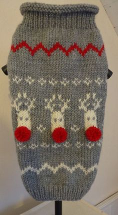 Christmas dog sweater with reindeers and handmade red mini pom poms by PollyandMolly on Etsy Dog Sweater Pattern, Knit Dog Sweater, Sweater Knitting Patterns, Small Dog Sweaters, Cat Sweaters, Italian Greyhound Clothes, Dog Closet, Dog Jumpers, Funny Christmas Sweaters