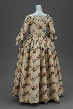 back 1763, America, made from English fabric - Wedding dress - Silk plain weave tafetta patterned with supplementary wefts