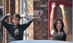 Colin O'Donoghue & Lana Parrilla lead a crowd of fans in Steveston in a wave - August 21, 2015