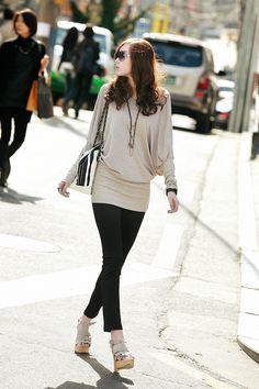 Urban Korean fashion. Black & cream white. Just love this outfit, color combination. -Lily. #streetstyle #koreanfashion