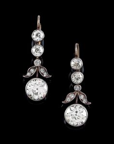 A pair of old-cut brilliant ear pendants total weight c. 4.50 ct - Jewellery 2018/11/28 - Realized price: EUR 10,000 - Dorotheum