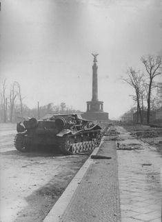 This knocked-out Munitionsschlepper is made of Panzer IV Ausf. C chassis. Berlin, Siegessäule in bg, June Kaiser Wilhelm, Ww2 History, Berlin Germany, World War Two, Historical Photos, Wwii, Battle, Dieselpunk, Panthers