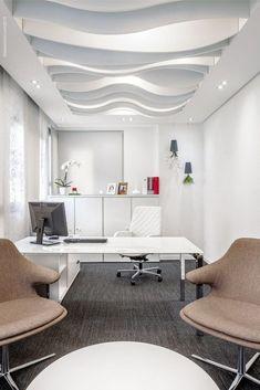 Stylish Modern Ceiling Design Ideas _ Engineering Basic Stylish Modern Ceiling Design Ideas _ Engineering Basic Pin: 488 x 732 Office Ceiling Design, False Ceiling Design, Office Interior Design, Office Interiors, Office Designs, Modern Ceiling Design, Office Ideas, Office Decor, Modern Decor