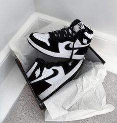 All Nike Shoes, Hype Shoes, White Nike Shoes, Running Shoes, Jordan Shoes Girls, Girls Shoes, Jordan Sneakers, Sneakers Nike, Souliers Nike