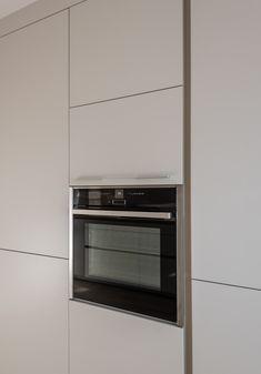 Los electrodomésticos de etse proyecto se integraron en los muebles de cocina Santos. Una opción perfecta para un diseño de cocina más uniforme y minimalista.  Cocina Santos - Cocina blanca - Cocina con isla - cocina abierta - kitchen - open kitchen - white kitchen - Cocina moderna - decoración - interiorismo - decor - minimal - minimalismo - nórdico