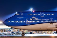 KLM Royal Dutch Airlines Boeing 747-406M Boeing Aircraft, Passenger Aircraft, Commercial Plane, Commercial Aircraft, Airport Architecture, Royal Dutch, Jet Airlines, Airplane Flying, Jumbo Jet