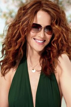 "& Wear Hair: 4 Cuts Even a Hair Clutz Can Handle Good styling and cut tips for going ""natural"" with your wavy hair. I am going to try some of these.Good styling and cut tips for going ""natural"" with your wavy hair. I am going to try some of these. Medium Curly, Medium Hair Cuts, Medium Hair Styles, Curly Hair Styles, Haircut Medium, Haircuts For Wavy Hair, Summer Hairstyles, Cool Hairstyles, Layered Hairstyles"