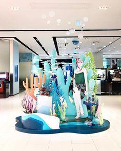 WEBSTA @ bones_mannequins - _매년 절대 놓칠수 없는#vm 의 #썸머 #시즌 _보기만 해도 시원한 #바닷속#휴양지룩 #연출 이 궁금하시다면#갤러리아백화점 을 방문해 보세요_ 세련된 #수영복자연스러운 relax 포즈의 #마네킹 은#갤러리아 와 #보네스 가 함께 했어요_BonEs Mannequins_#vmd #display #dp #매장연출 #vp#디자이너#인테리어#매장연출#design#designer#패션#쇼핑#interior#백화점#남성복#편집샵#여성복#매장집기#명품#옷스타그램