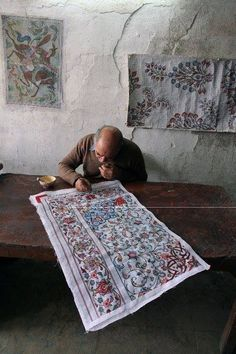 The first step to create a Persian rugs is create a unique picture based on the traditions of local artists / Persian