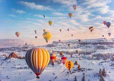 Büyüleyici kış fotoğraflarıyla dikkat çeken Rus fotoğrafçı Kristina Makeeva Türkiye'ye gelerek Kapadokya'daki balonları görüntüledi.